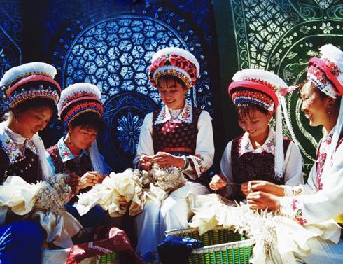 白族的民族节日; 大理白族扎染;; 云南特色扎染三色围巾~多色可选 网
