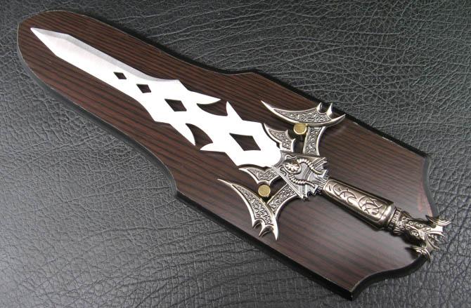 3厘米,净重:310克  材质:高级不锈钢  剑身:开孔古典花纹  剑柄:欧式