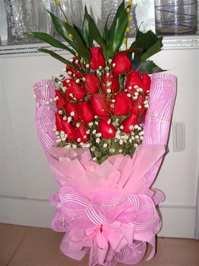 依旧 19朵红玫瑰 满天星 青竹 玫瑰花 内江阳光婚庆鲜花店 内江鲜花图片