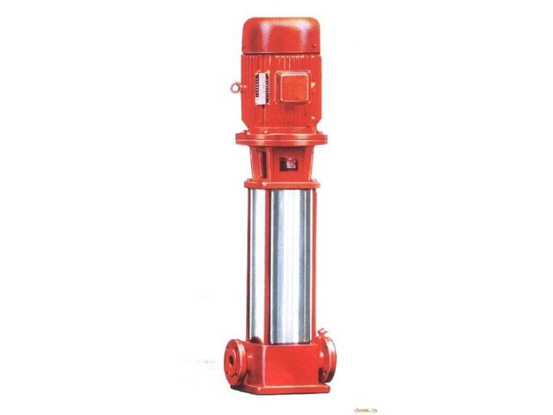 消防稳压泵工作原理及规格型号 厂家销售电话:15811081660 15311868000  消防稳压泵工作原理 一、消防稳压(气压)罐的工作原理 消防气压罐的消防水总容积分为3个部分,即消防贮水容积(调节容积)、缓冲水容积和稳压水容积,如图1所示。 系统平时的压力由稳压泵提供,当压力升高,达到稳压水容积的高水位时,稳压泵自动停止运行;当压力降低,达到稳压水容积的低水位时,稳压泵自动开启,将稳压水容积提升到最高水位。如此循环以保持系统的高压状态。 当发生火灾时,随着消火栓的投入使用,系统压力开始下降,当降