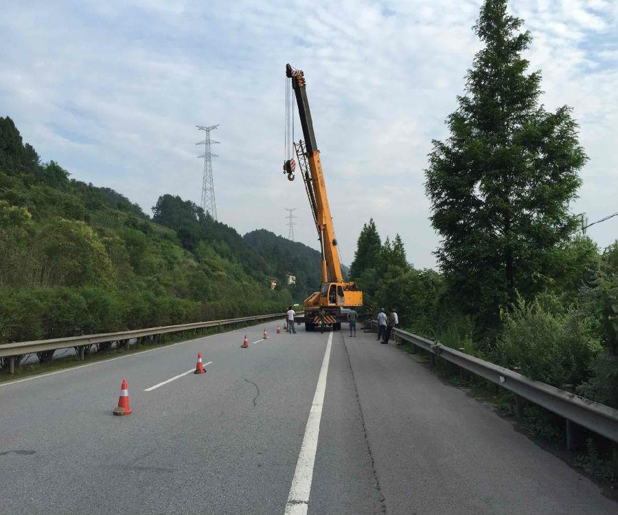 【达州户外广告大牌制作】动力广告:高速公路单立柱广告大牌顺利竣工