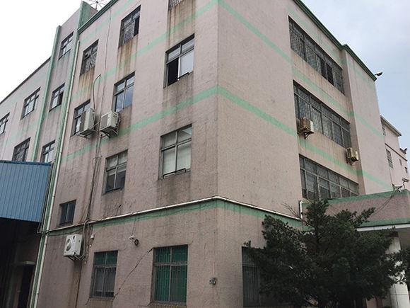这个年代的砖混结构房屋其主要承重结构为房屋楼板与承重墙体,则应对