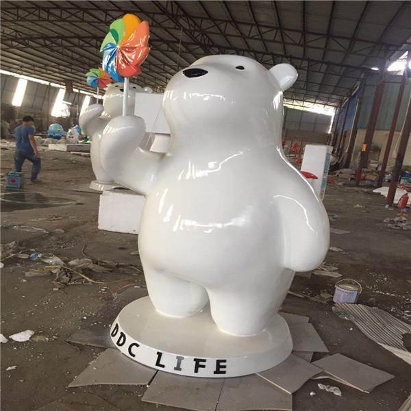 可爱白色北极熊雕塑_专业玻璃钢动物雕塑