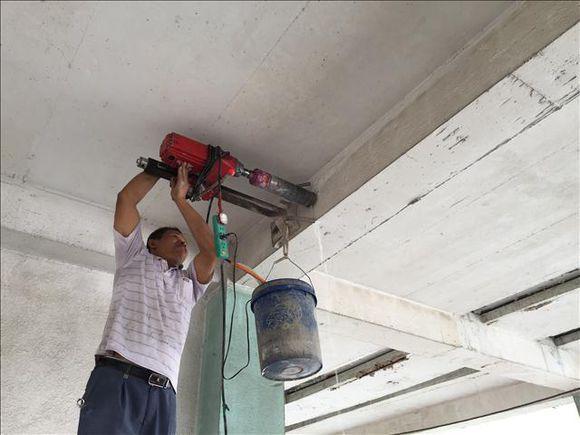 对于砖混结构而言,除了要弄清楚混凝土梁的强度和钢筋配筋外,还要搞
