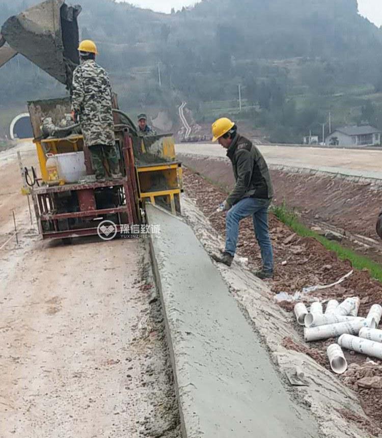混凝土路肩摊铺成型机