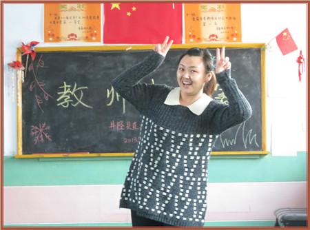 园务动态 > 井陉县县直机关幼儿园开展教师素质赛活动  边弹边唱,从
