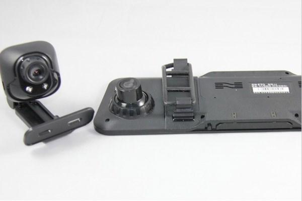 产品说明: 4.3寸LTPS TFT LCD高清显示屏; 高清视频1920*1080P 1280*720P 640*480P; 内置麦克风、喇叭; 汽车发动,自动开机录影功能,录制无间缝; 超强夜间4颗LED摄像补光灯 超广角,拍摄无死角; 高容量充电锂电池; 支援高容量SD(SDHC)可支持32G; 循环录制,移动侦测录像功能。 产品 参数: 机器外观:汽车内后视镜款式 芯片:A1099141; 4.