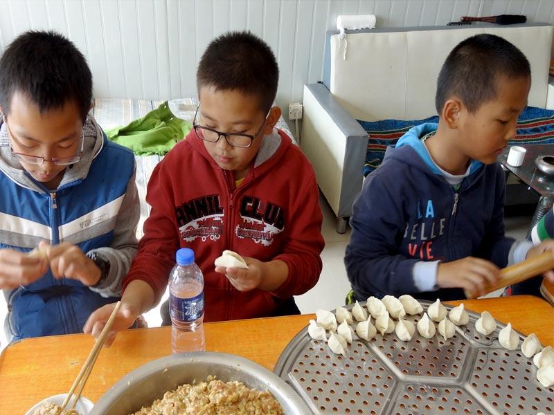 活动(二)包饺子连友谊分组--讲关于饺子的故事—活动