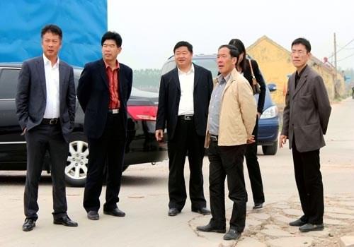 青岛城阳区海洋与渔业局纪检组长胡义深带领养殖企业负责人来我县考察
