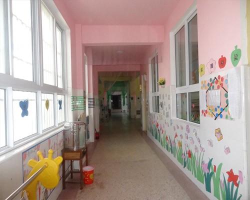 幼儿校园一角简笔画内容图片展示