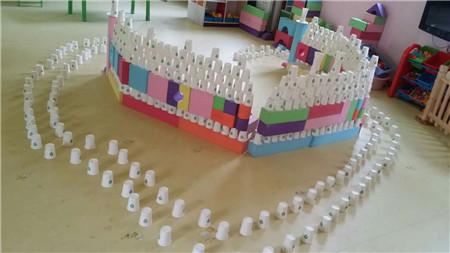 创意纸杯搭建_鹤壁市实验幼儿园_鹤壁市实验幼儿园