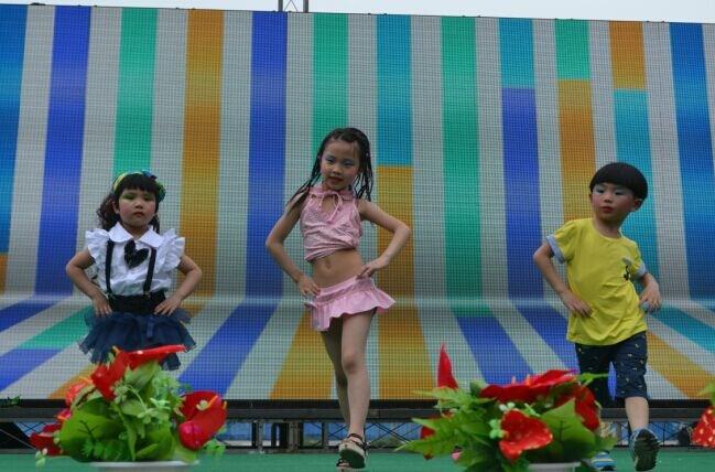 时装秀_万州小牛金幼儿园_小牛金幼儿园_万州幼儿园