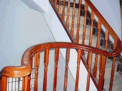 楼梯护栏_西宁实木楼梯_西宁钢木楼梯_西宁阳台围栏