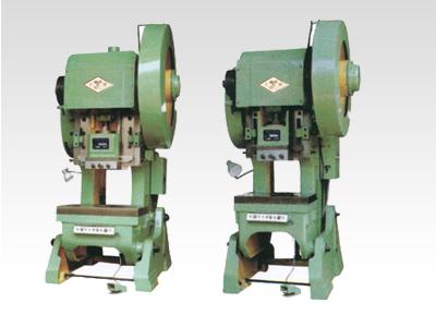 j23系列开式可倾压力机身为可倾式铸造结构